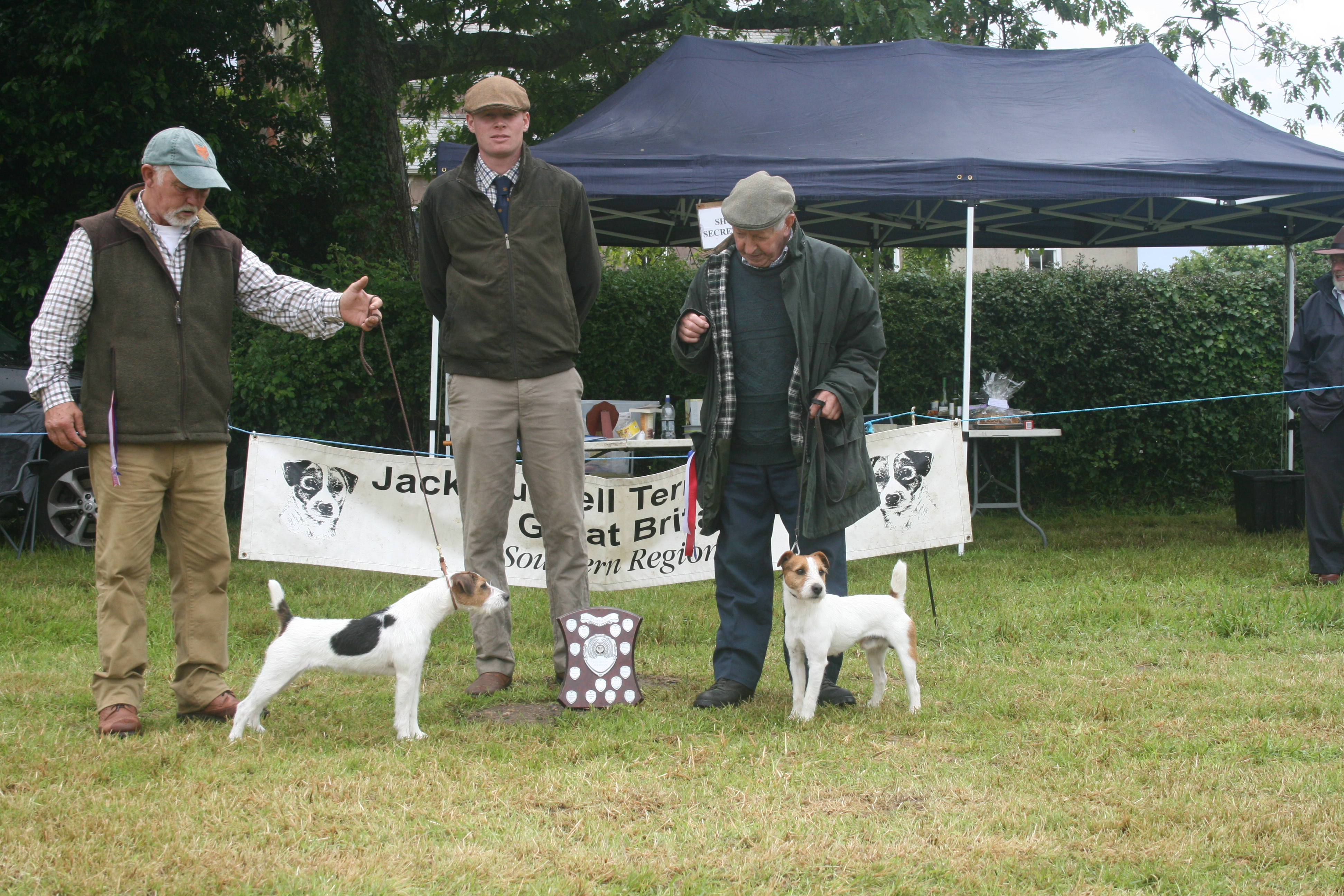 "Champion over 12.5""Meynell-Sundance Domino G Mousley and A Makela (left) Judge Lewis Strawbridge Reserve D O'Donoghue Seb"